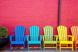 peinture-des-chaise-en-bois